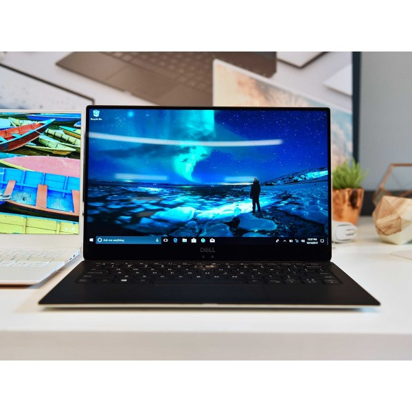 Dell giới thiệu XPS 15 mới với màn hình OLED 4K cùng vi xử lí Intel Core i8